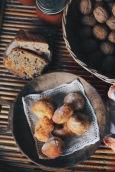 Ciambelle, torta al burro di arachidi e marmellata ai cachi e arancia candita
