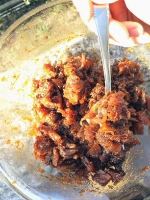 Macedonia semi candita di zucca, mele verdi, fichi, pesche saturnine, cipolle di Tropea e uvetta al miele e aceto balsamico