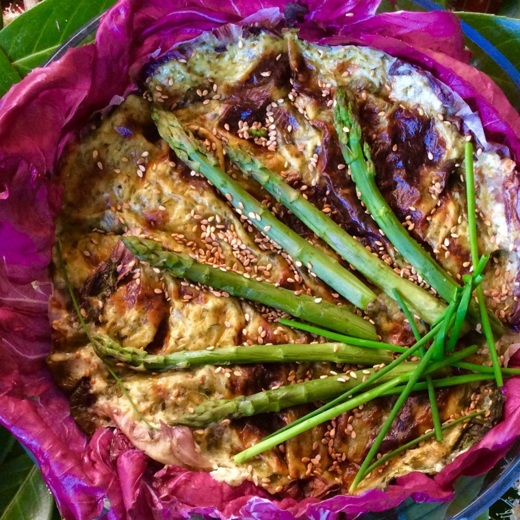 Sformato di asparagi e ricotta senza uova al sesamo e curcuma